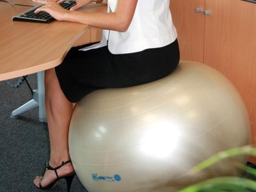 Ülőlabda, ülőpárna, térdelőszék, labdaszék Az egészséges